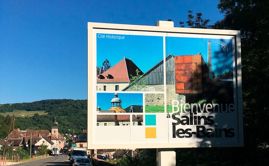 Panneaux d'entrée de ville de Salins-les Bains